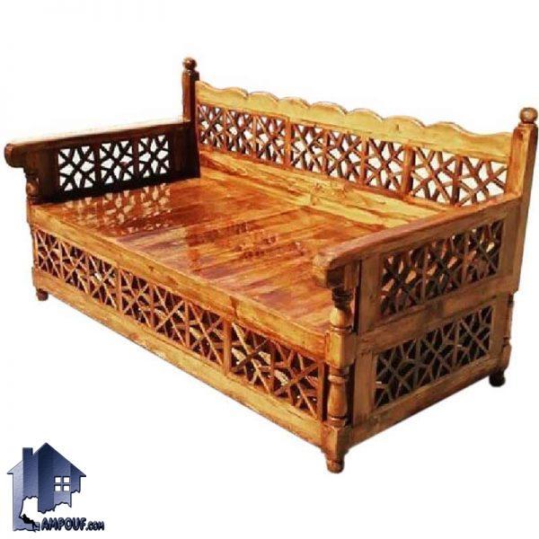تخت چوبی سنتی سه نفره TrK237 که دارای تکیه گاه مشبک و مناسب برای رستوران قهوه خانه سفره خانه و فضای باز باغی و ویلا و تراس میباشد
