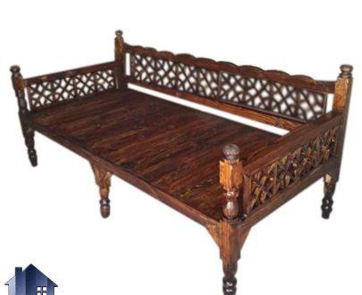 تخت چوبی سنتی چهار نفره TrK247 دارای طراحی به صورت خراطی شده که برای رستوران قهوه خانه سفره خانه و فضای باز و ویلا و باغی مورد استفاده قرار میگیرد