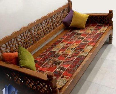 تخت سنتی سه نفره 60*160مدل TrK256 که به عنوان تخت چوبی خراطی شده قهوه خانه ای و سفره خانه ای با رنگ های متنوع مورد استفاده قرار میگیرد;