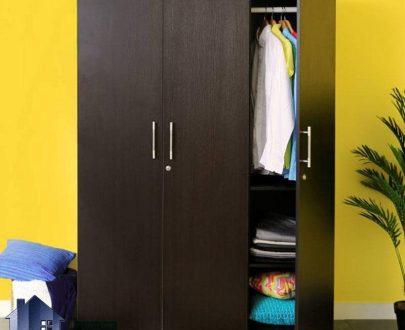 کمد جالباسی LHJ162 و کمد لباس که دارای سه درب قفل دار و همچنین میله آویز لباس و قفسه بوده که از جنس MDF با رنگ های متنوع ساخته شده است.