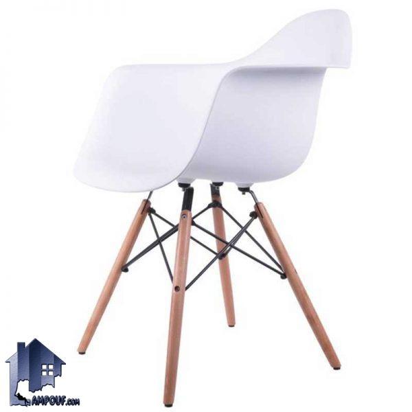 صندلی نهارخوری رست DSO100 با نشیمن پلیمری و پایه چوبی که کنار میز ناهار خوری و غذاخوری آشپزخانه فضای باز و کافی شاپ و رستوران استفاده میشود.