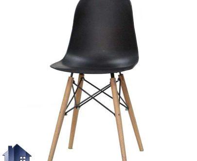 صندلی نهارخوری آرین DSO102 با نشیمن پلیمری و پایه چوبی که در کنار میز ناهار خوری و غذا خوری آشپزخانه فضای باز رستوران و کافی شاپ قرار میگیرد.