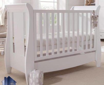 تخت خواب کودک CHJ117 که به عنوان سیسمونی و تختخواب نوزاد کشو دار با رنگ بندی در کنار سرویس خواب در داخل اتاق مورد استفاده قرار میگیرد