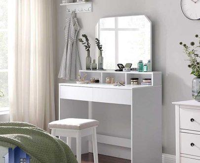 میز آرایش DJ525 دارای کشو و قفسه که به عنوان دراور و کنسول آینه دار و میز گریم و توالت در کنار سرویس خواب در اتاق خواب استفاده میشود.