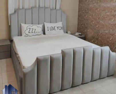تخت خواب دو نفره DBRo414 با سایز های کینگ و کوئین که به عنوان ست تاج باکس و تختخواب دونفره چستر در کنار سرویس خواب در اتاق استفاده میشود.