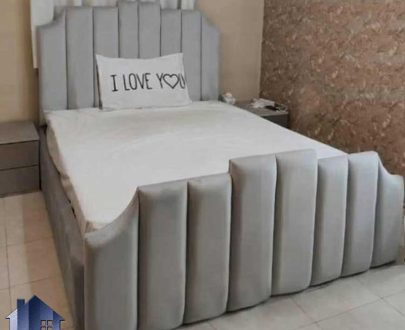 تخت خواب یک نفره SBRo412 دارای تاج لمسه و چستر که به عنوان ست تخت باکس و تختخواب یکنفره در کنار سرویس خواب در اتاق مورد استفاده قرار میگیرد